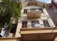 Cho thuê  nhà mặt phố Cửa Bắc 30mx5T, MT3m, 5 Phòng, giá 28 triệu/tháng.