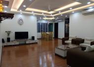 Bán căn hộ 215m2, chung cư mặt đường Nguyễn Chí Thanh, full nội thất